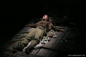 Mihai Calin in No Man's Land - Fotografie de teatru - ghioca.eu