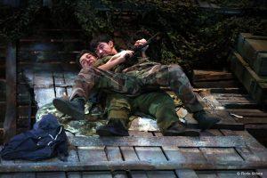 Richard Bovnoczki si Mihai Calin în No Man's Land - Fotografie de teatru - ghioca.eu